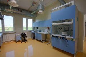LABORATORIUM W najwyższym standardzie prowadzone są badania surowca pod kątem określonych właściwości chmielu.